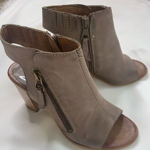 Mix mooz leather bootie 6.5
